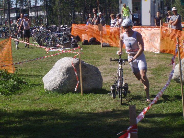 Jonathan Love springer med cykel i växlingsområdet